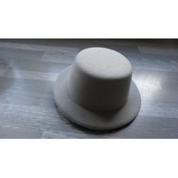 Mini chapeau style haut de forme de couleur gris clair