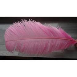 Plume d'autruche teintée rose clair 65-70cm